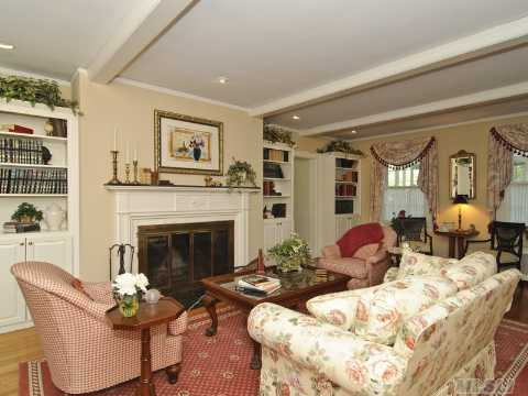 Amityville Horror House For Sale 5 Bedrooms 3 5 Baths