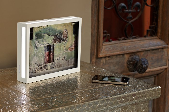 the dia parrot photo frame has a 104inch screen with 800 x 600 resolution and a 43 aspect ratio it can display jpeg files stored in the 200mb onboard - Unique Picture Frames