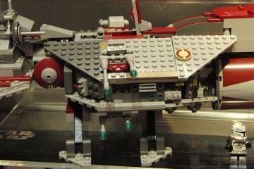 lego-republic-frigate-1