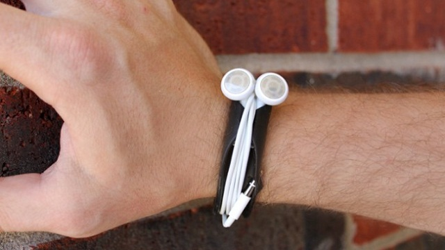 Budwrap A Bracelet That Holds Your Earbuds