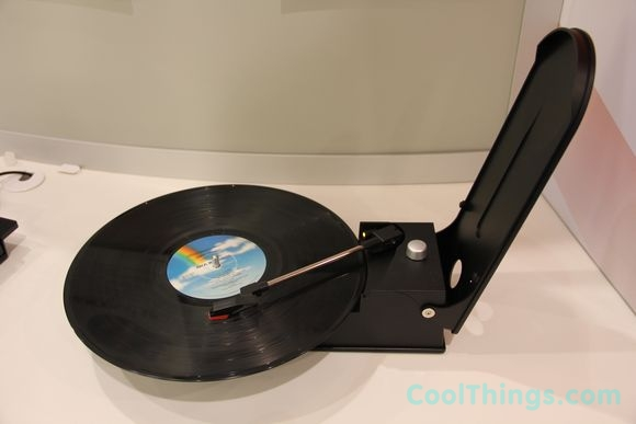 http://www.coolthings.com/wp-content/uploads/2012/01/lp2go-portable-vinyl-player_12.jpg