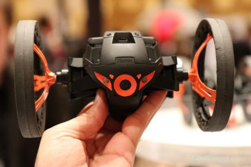 parrot-jumping-sumo-2