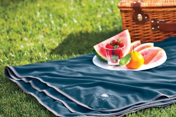 insect-shield-outdoor-blanket-1