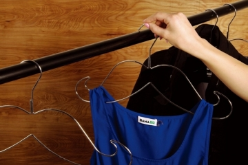 mustache-wire-hangers-2