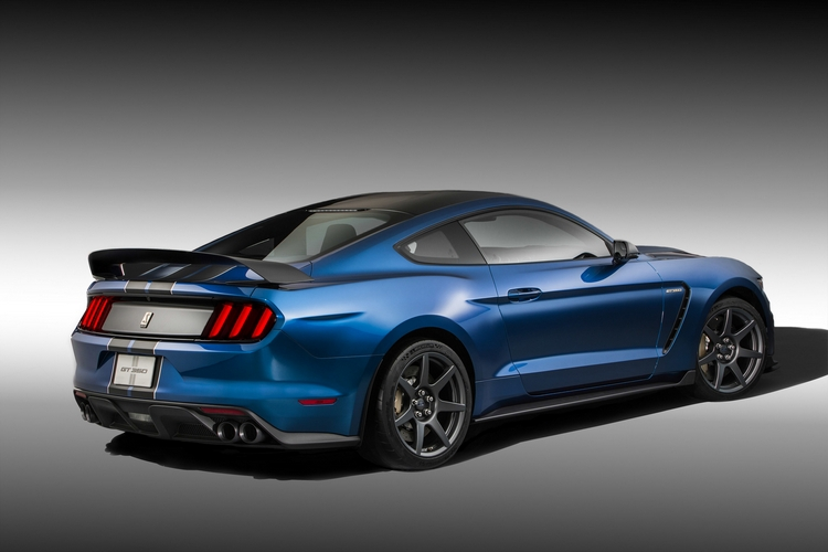 ford-shelby-gt350r-mustang-2