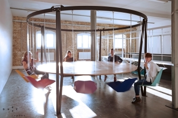 king-arthur-round-swing-table-1