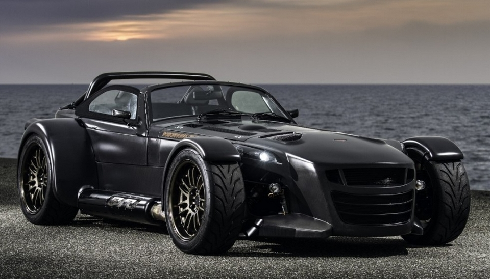 donkervoort-d8-GTO-bare-naked-carbon-1