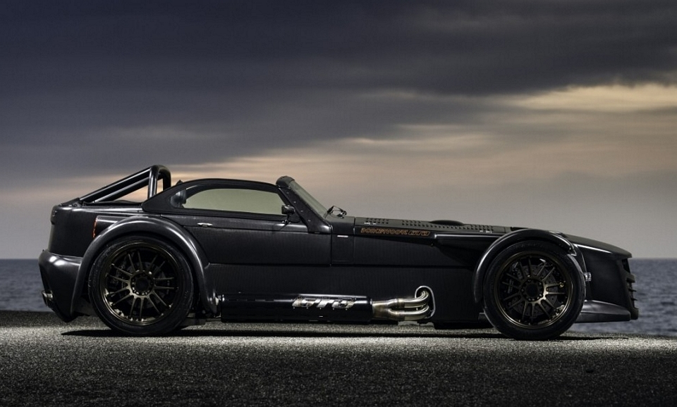 donkervoort-d8-GTO-bare-naked-carbon-2
