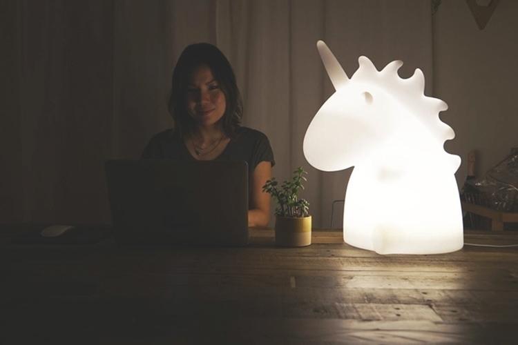 giant-unicorn-lamp-2