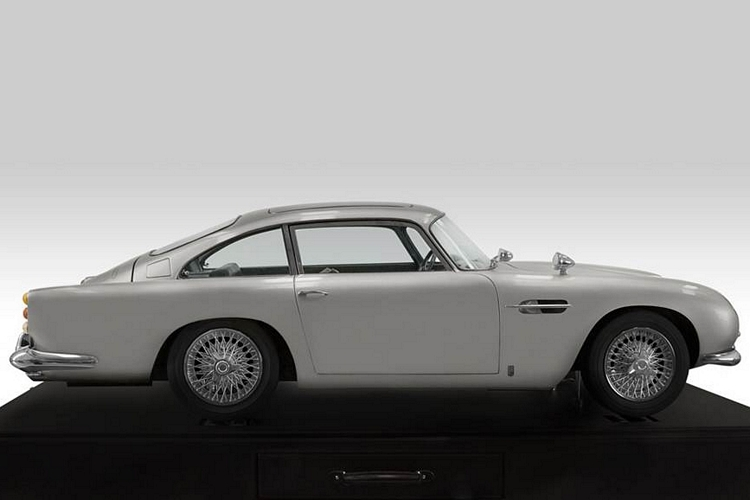 aston-martin-DB5-scale-model-2