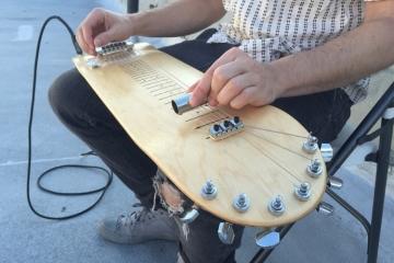 lap-skate-guitar-3