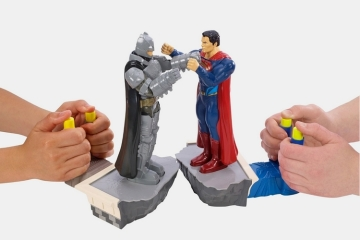batman-superman-rock-em-sock-em-game-1