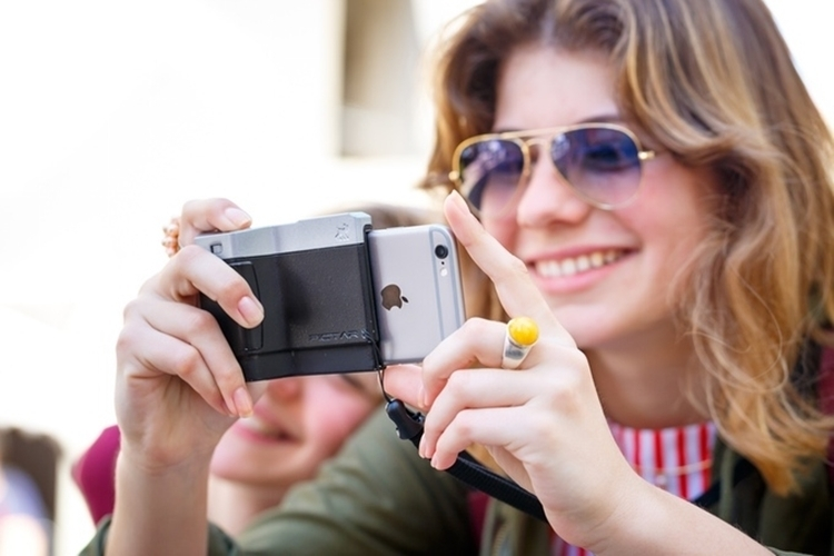 pictar-iphone-camera-grip-2
