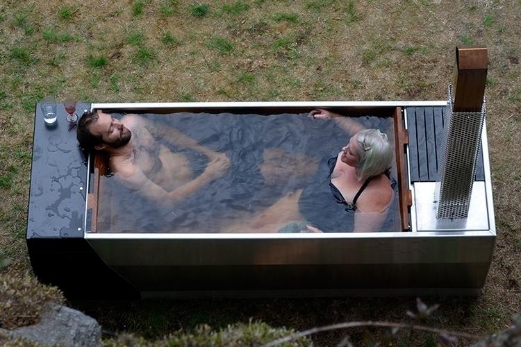 soak-outdoor-wood-fire-hot-tub-2