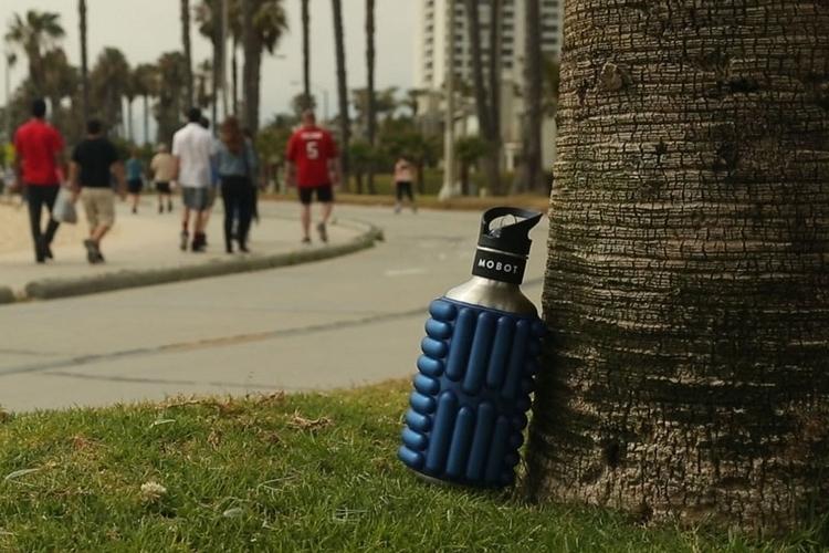 mobot-foam-roller-bottle-2