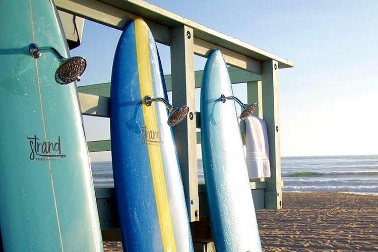 strand-surfboard-shower-2