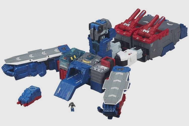 transformers-generation-titans-class-fortress-maximus-2