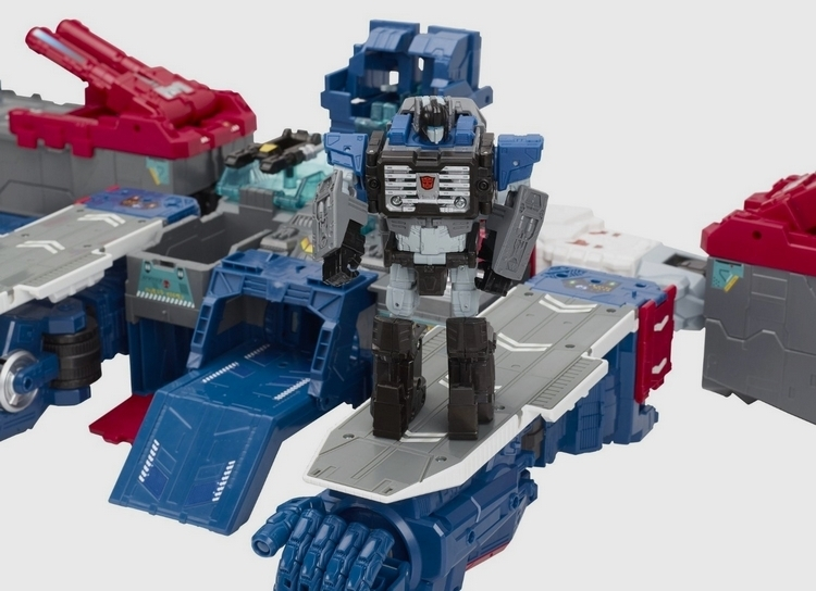 transformers-generation-titans-class-fortress-maximus-3