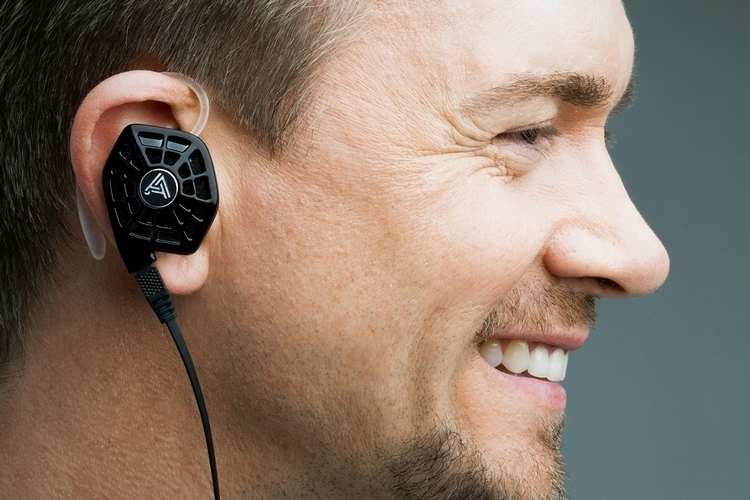 audeze-isine10-in-ear-2