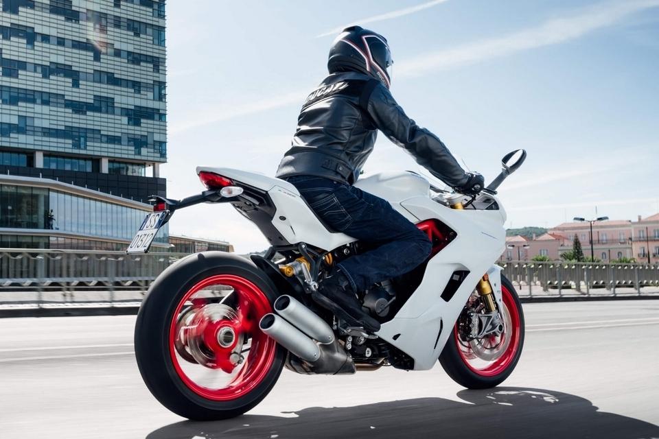 ducati-supersport-motorcycle-4