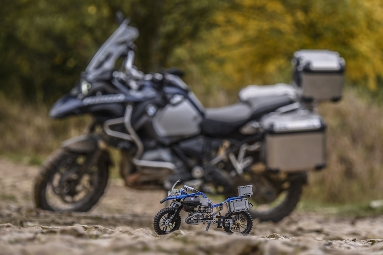 lego-technic-bmw-r-1200-gs-3