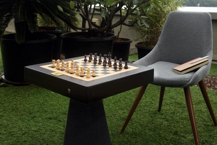 square-off-autonomous-chess-board-2