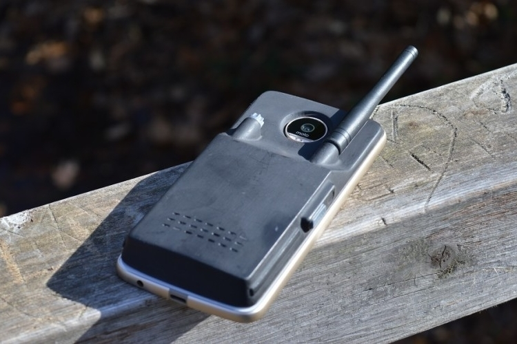 linc-walkie-talkie-moto-z-0