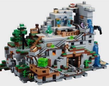 LEGO-minecraft-gigantic-mountain-cave-set-1