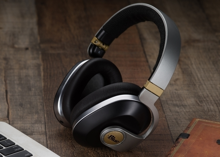 blue-satellite-headphones-2