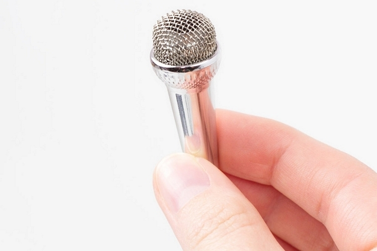 kikkerland-mini-karaoke-microphone-2