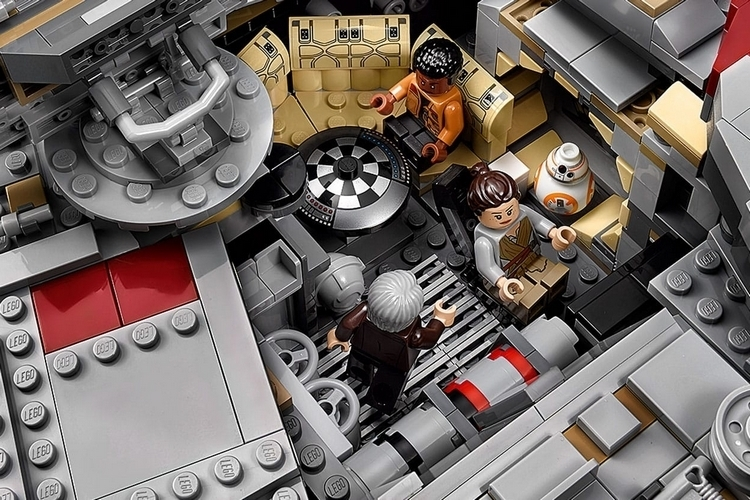 LEGO-ultimate-collectors-edition-millenium-falcon-2