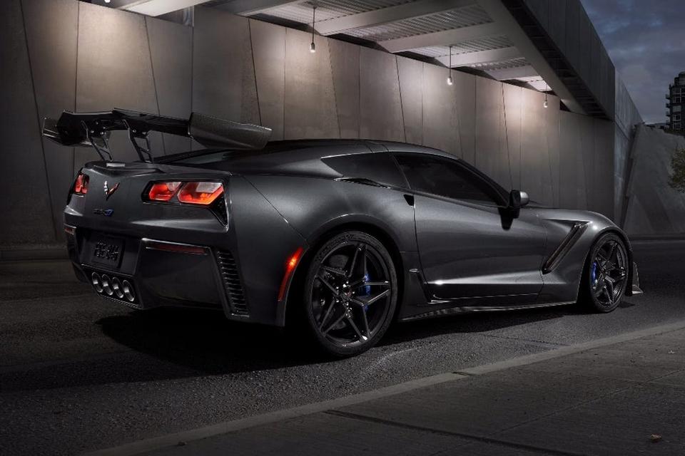 2019-corvette-zr1-2
