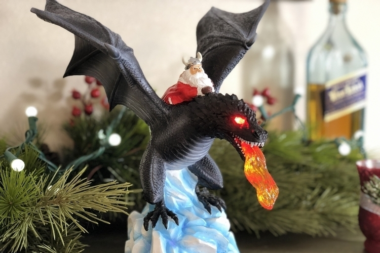gorilla-goodies-dragon-tree-topper-4