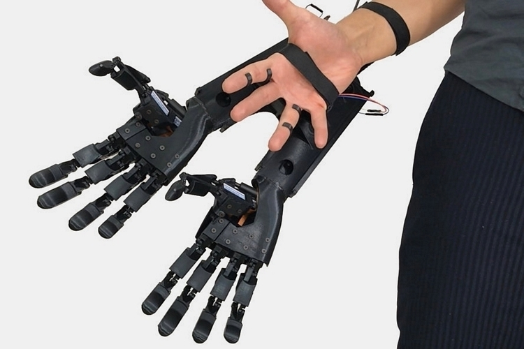 youbionic-double-hands-1