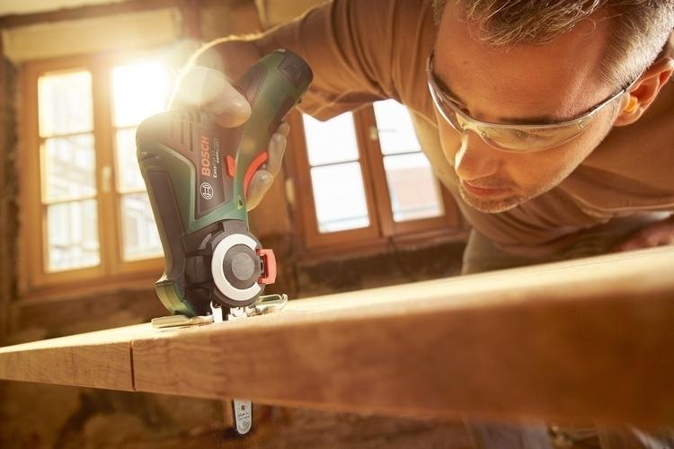 bosch-easycut-12-mini-chainsaw-2