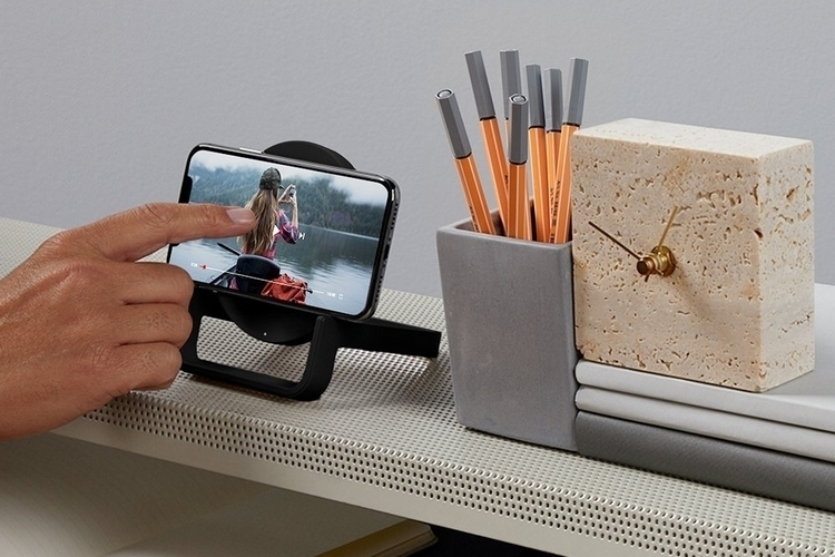 belkin-boost-up-wireless-charging-stand-4