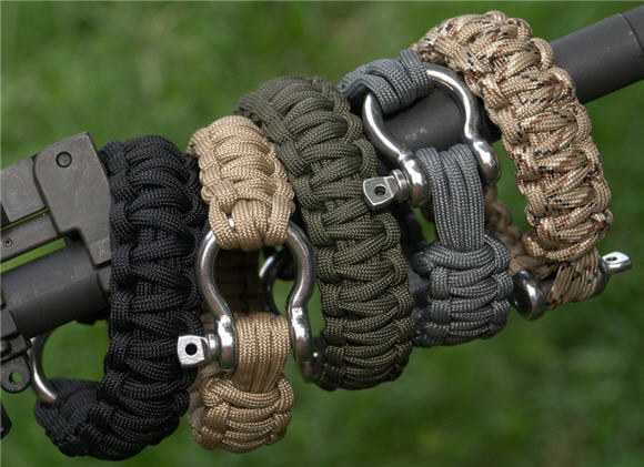 Survival Bracelets Put 26 Inches Of Military Grade Paracord On Your Wrist