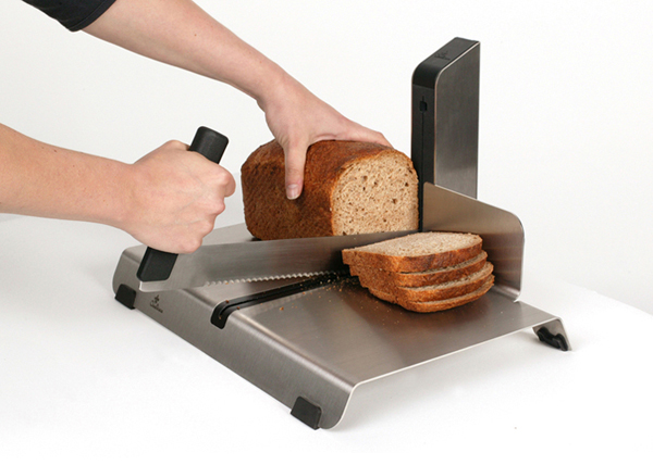 hotelslicer cuts the perfect slice of bread with one motion