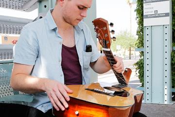 fender-folding-guitar