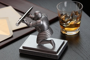 Superbe Sign Office Memos Like Royalty With This Knight Pen Holder