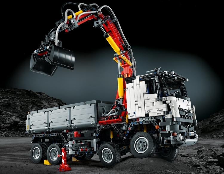 LEGO-mercedes-benz-arocs-set-1