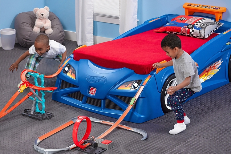 Hot Wheels Toddler Twin Racecar Bed 1