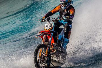 robbie-maddison-dirt-bike-big-wave-surfing