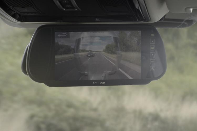 land-rover-transparent-trailer-2