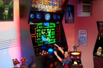 worlds-largest-arcade-machine-2