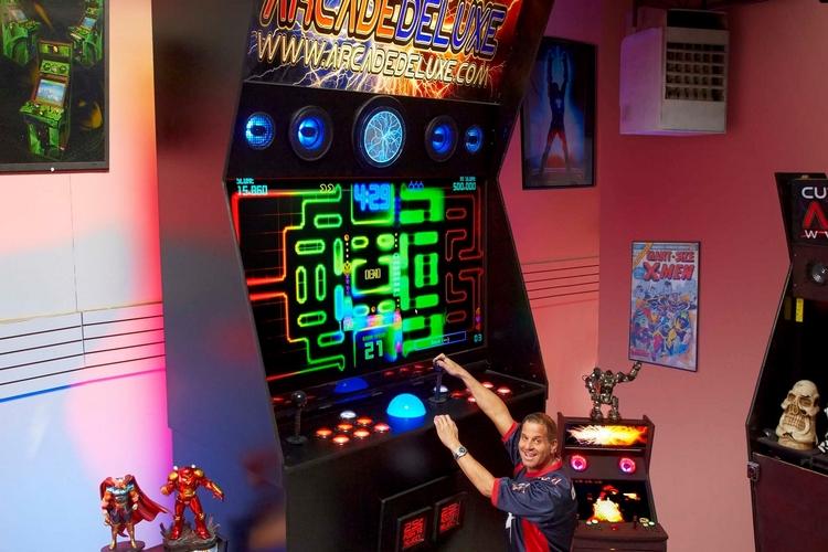 worlds-largest-arcade-machine-2