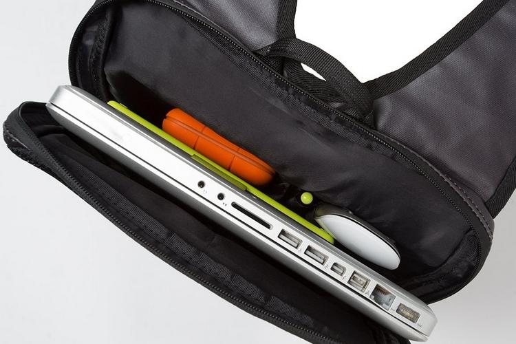 betabrand-under-the-jack-laptop-bag-3