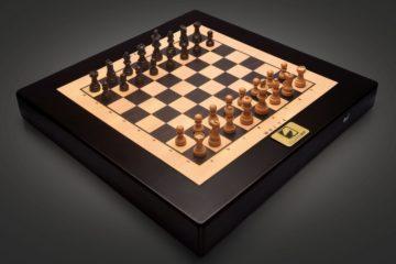 square-off-autonomous-chess-board-1