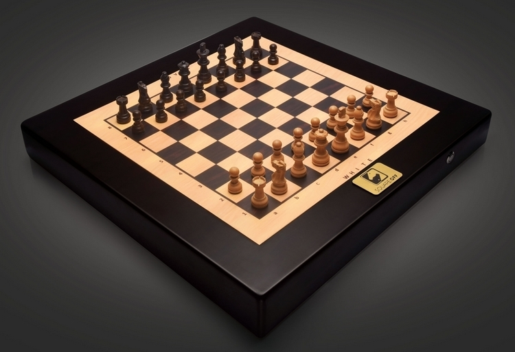 square-off-autonomous-chess-board-1