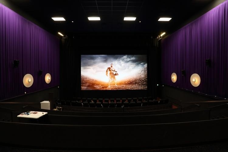 samsung-cinema-screen-3